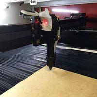 Máquina laser de corte e gravação